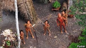 Avanço da exploração entre o Brasil e o Peru  pode levar a genocídio entre índios da região (Foto: Funai/BBC)