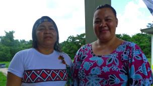 Para Letícia Yawanawá e Nazaré Apurinã, situação das mulheres nas aldeias ainda deixa a desejar (Foto: João Fellet/BBC Brasil)