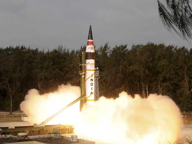 Com o lançamento, a Índia entra em um pequeno grupo de países capazes de atingir alvos a longa distância, composto por Rússia, China, Estados Unidos, França e Reino Unido. (Foto: Ministério de Defesa da índia / AP Photo)