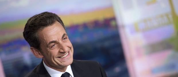 O presidente da França, Nicolas Sarkozy, dá entrevista à TV nesta quinta-feira (19) (Foto: AFP)