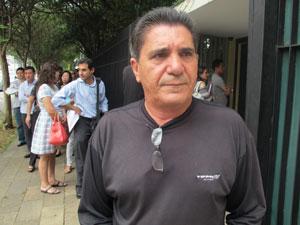 Representante comercial costuma tirar vistos para sobrinho e amigos (Foto: Letícia Macedo / G1)