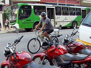 Entregador de bicicleta no centro de Campinas (Foto: Reprodução EPTV)