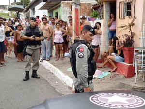 Jovem é assassinado na Avenida Beira Rio em João Pessoa, Paraíba (Foto: Walter Paparazzo/G1)