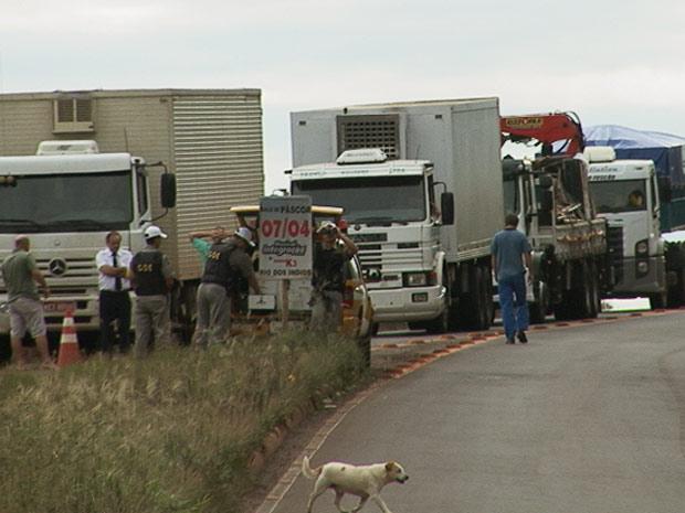 Bloqueio em rodovia do RS gera congestionamentos (Foto: Éder Calegari/RBS TV)