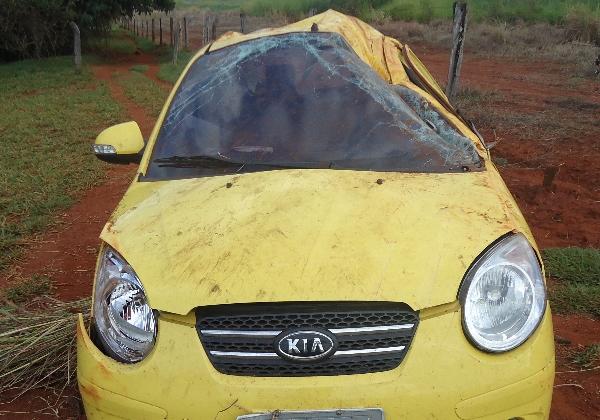 Carro que o cantor Pedro conduzia durante acidente, em Goiás (Foto: Polícia Rodoviária Estadual/Divulgação)