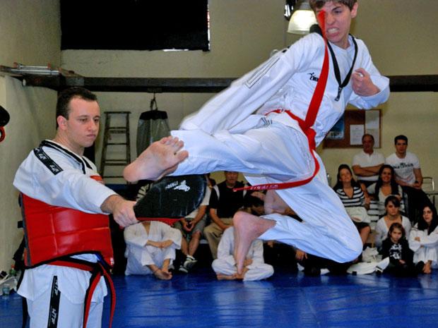 Cauê está a uma faixa de conquistar a preta no taekwondo (Foto: Arquivo pessoal)