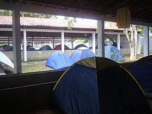 Estábulo camping metal open air (Foto: Raquel Soares/G1)