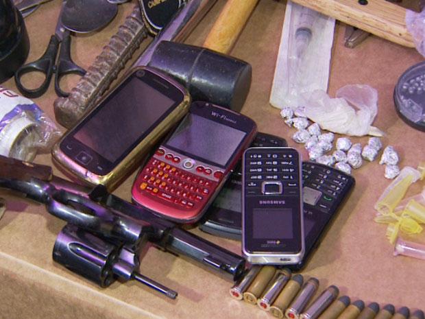 Polícia apreende armas, drogas e material de incitação à violência com torcedores do São Paulo (Foto: Reprodução EPTV)