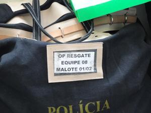 Malotes com documentos apreendidos são encaminhados para sede da PF (Foto: Katherine Coutinho / G1)