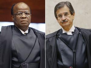 Os ministros Joaquim Barbosa (esq.) e Cezar Peluso durante a cerimônia de posse de Ayres Britto na presidencia do STF (Foto: Divulgação/STF)