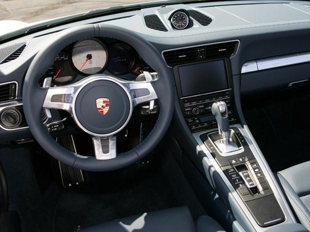 Interior ganhou acabamento derivado do Porsche Carrera GT (Foto: Vinicius Nunes/Divulgação)