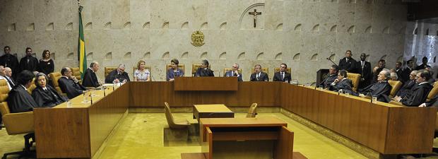 O plenário do Supremo Tirbunal Federal, durante cerimônia de posse de Ayres Britto como presidente, na última quinta (19) (Foto: José Cruz/ABr)