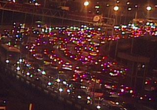 Às 18h, Ponte estava com trânsito lento por toda extensão (Foto: Reprodução/ TV Globo)