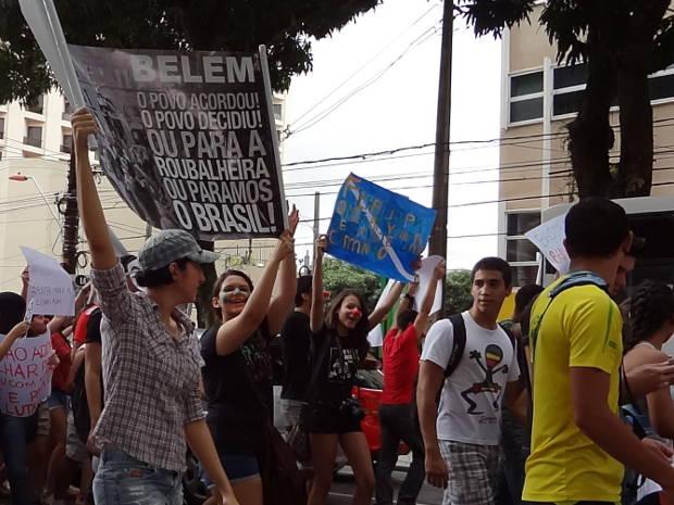 Estudantes participam ativamente do 'Dia do Basta' em Belém. (Foto: Natália Mello/G1)