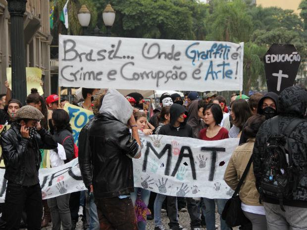 Concentração foi na Boca Maldita, centro de Curitiba (Foto: Marco Aurélio Garcia/ RPC TV)