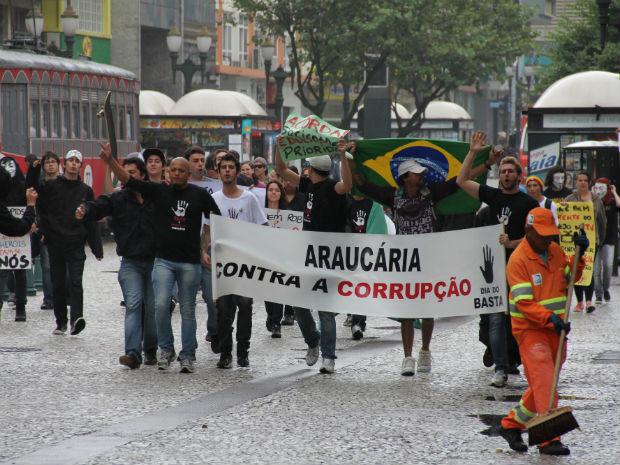 Movimento também ocorreu em outras cidades do pais (Foto: Marco Aurélio Garcia/ RPC TV)