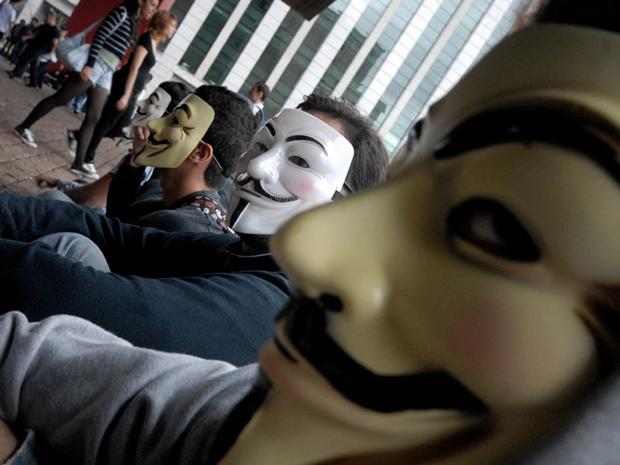 Manifestantes durante concentração no vão do Masp antes da Marcha Contra a Corrupção (Foto: Anderson Barbosa/ FotoArena/ AE)