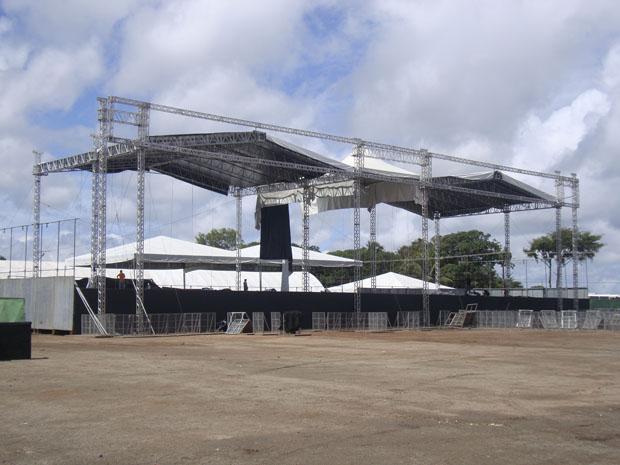 Palcos do MOA praticamente desmontados já na manhã deste domingo (22) (Foto: Clarissa Carramilo/G1)