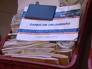 Documentos apreendidos no escritório da suposta golpista em Ribeirão Preto, SP (Foto: Reprodução/EPTV)