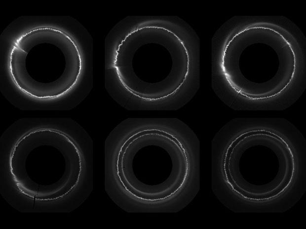 Imagem mostra o anel F isolado e a estranha atividade que até agora intrigava os astrônomos. (Foto: NASA/JPL-Caltech/SSI/QMUL)