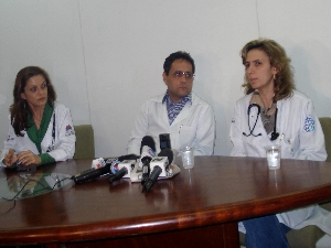Médicos falam sobre o estado de saúde do cantor Pedro antes de transferi-lo para São Paulo (Foto: Versanna Carvalho/G1)