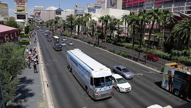 O 'paraíso da ressaca' é visto circulando pela cidade em Nevada, nos EUA (Foto: Julie Jacobson/AP)
