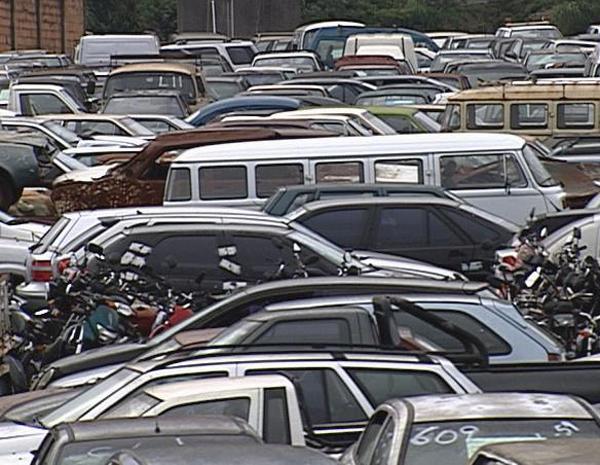 Veículos apreendidos são leiloados em Belo Horizonte. (Foto: Reprodução/TV Globo)