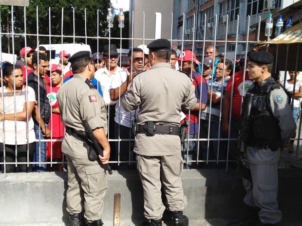 MST invade Centro Administrativo de João Pessoa, Paraíba (Foto: Walter Paparazzo/G1)