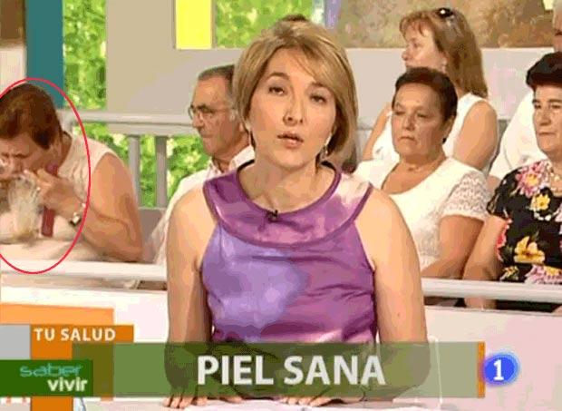 Em 2010, uma mulher foi flagrada vomitando durante um programa ao vivo na Espanha. A cena ocorreu no programa 'Saber Vivir', do canal RTVE. (Foto: Reprodução)