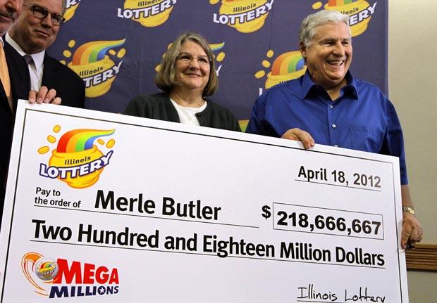O casal Merle e Patricia Butler foi um dos ganhadores da Mrga Millions. (Foto: AP)