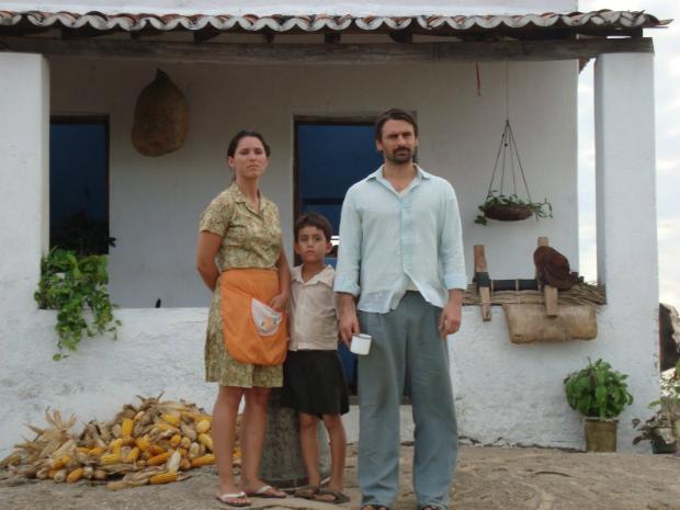 No filme, o agricultor João Batista desaparece após ser abduzido enquanto andava de carroça na zona rural de Quixadá (Foto: Área Q/ Divulgação)