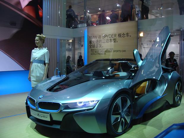 BMW i* é 'escondido' por placas de vidro (Foto: Paula Ramón/G1)