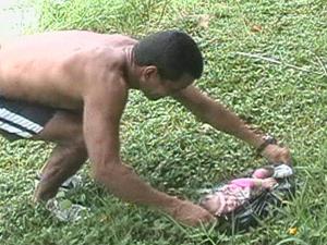 Bebê encontrado em sacola plástica na Lagoa da Pampulha em Belo Horizonte. (Foto: Reprodução/TV Globo)