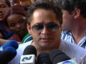 Cantor Leonardo visita filho Pedro, em Goiânia (Foto: Reprodução/TV Anhanguera)