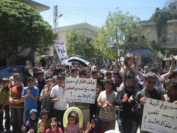 Forças sírias atiram contra ônibus e matam 4 civis, diz oposição (Foto: Reuters)