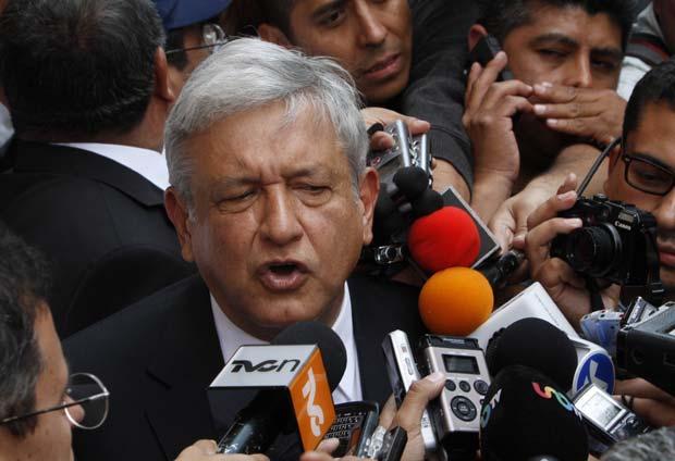 Andrés Manuel López Obrador dá entrevista em 18 de abril na Cidade do México (Foto: AP)