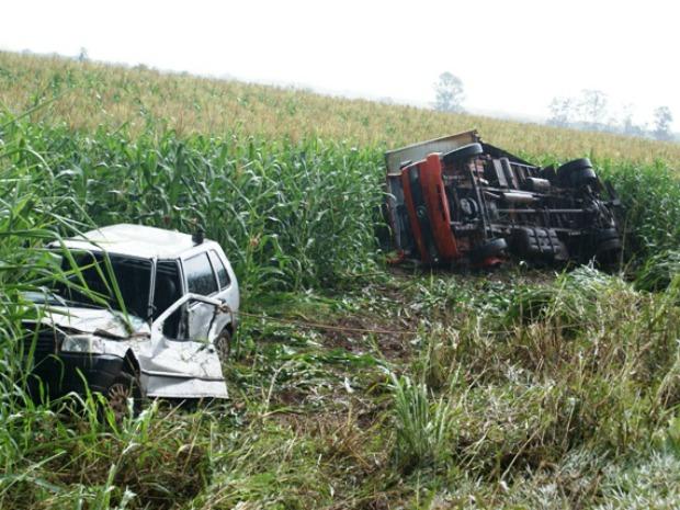 Caminhão atropelou casal que pedia ajuda em acostamento (Foto: Nelso Gabiatti/Dourados Informa)
