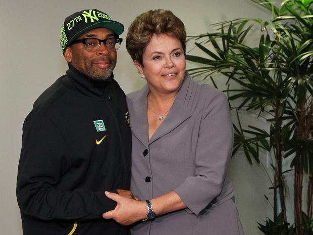 O cienasta Spike Lee e a presidente Dilma Rousseff, no Palácio do Planalto (Foto: Roberto Stuckert Filho/PR)