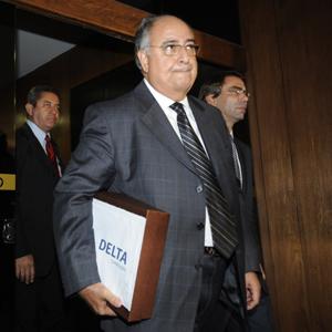 O novo presidente da Delta, Carlos Alberto Verdini, em visita ao Senado nesta quarta (25) para entregar documentos da empreiteira à CPI do Cachoeira (Foto: Fabio Rodrigues Pozzebom/ABr)