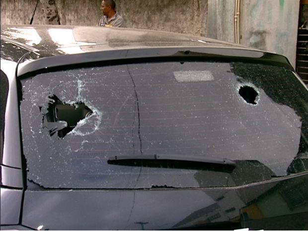 Grupo é suspeito de danificar veículos em Vitória (Foto: Reprodução/TV Gazeta)