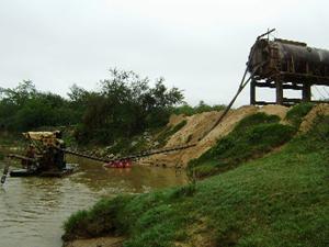 Empresas foram autuadas por degradação ambiental (Foto: Polícia de Meio Ambiente)