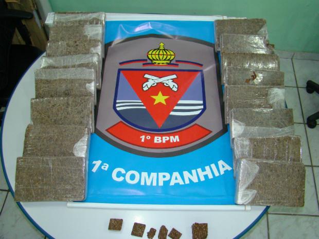 16 kg de maconha são apreendidos no Morro da Floresta, em Vitória (Foto: Divulgação/ Polícia Militar)