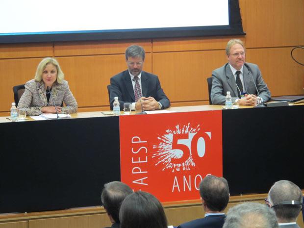 À esquerda, a presidente da Boeing no Brasil, Donna Hrinak, juntamente com Carlos Brito, da Fapesp, e Mauro Kern, vice-presidente de Engenharia e Tecnologia da Embraer. (Foto: Eduardo Carvalho/Globo Natureza)