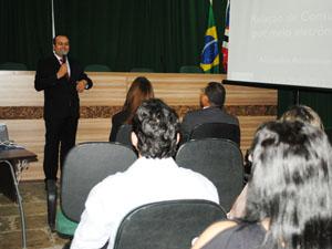 Advogado Alexandre Atheniense ministrou palestra para defensores maranhenses (Foto: Divulgação)