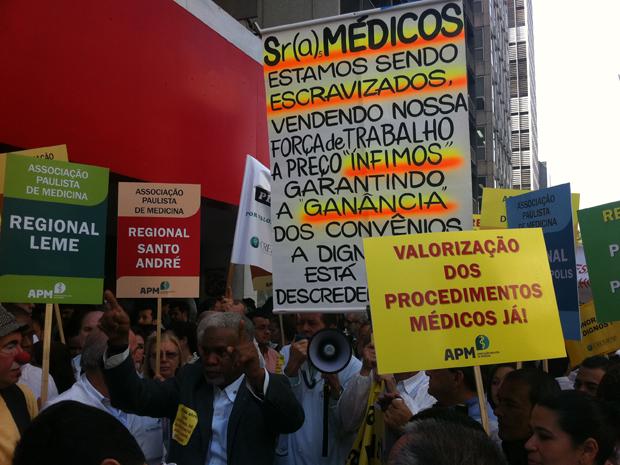 manifestação de médicos pretende alertar população sobre os conflitos da categoria com os planos de saúde (Foto: Carlos Oliveira/G1)