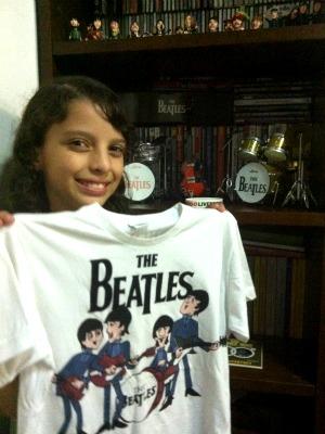 Hanna disse que nunca mais lavará a camisa que usou no show (Foto: Mônica Dias/G1)
