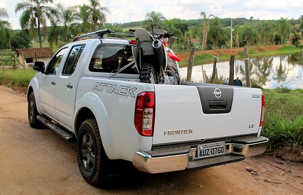 Caçamba; picape; motos; Nissan; frontier (Foto: Rafael Miotto/ G1)