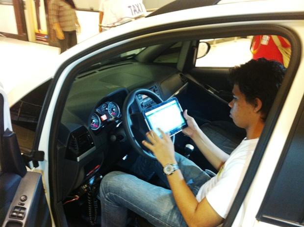 Até a Copa de 2014, cerca de 2,5 mil taxistas terão tablets (Foto: Carlos Eduardo Matos/G1 AM)
