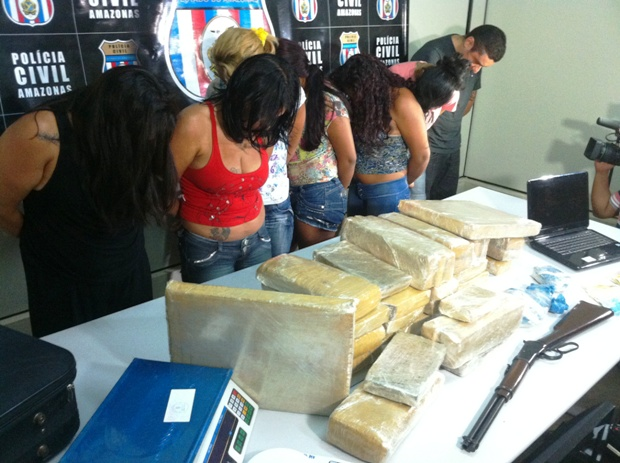 Segundo a polícia, mulhreres receberam dinheiro de traficantes para movimentarem drogas (Foto: Carlos Eduardo Matos/G1 AM)