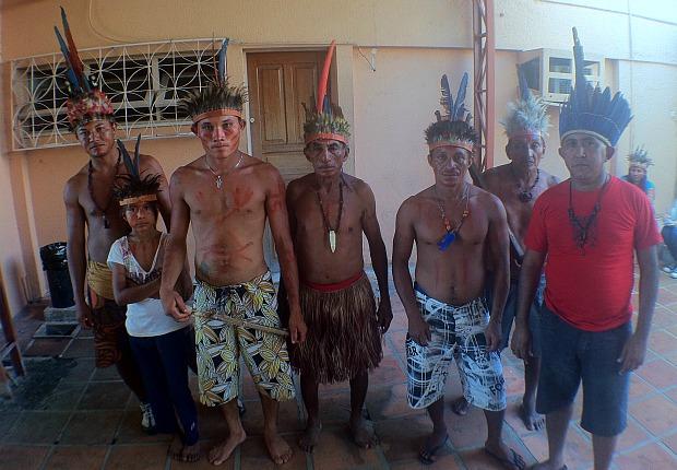 Grupos indígenas ocupam o local desde o começo da tarde (Foto: Marcos Dantas/G1)